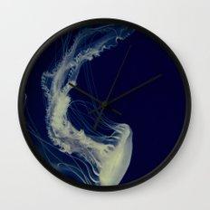 La méduse solitaire (2) Wall Clock