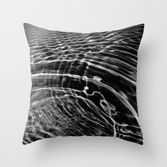 circles of wonder Throw Pillow