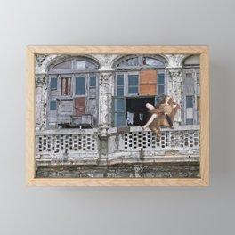 Pobre pero feliz Framed Mini Art Print