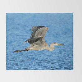 Skimming the lake Throw Blanket