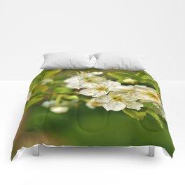 Flower kiss Comforters