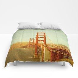 Golden Gate Bridge / San Francisco, California Comforters