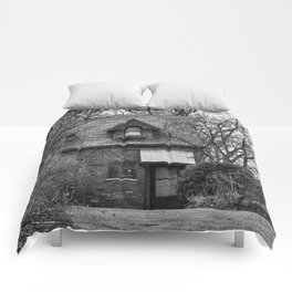 The Carriage House In Black And White Comforters
