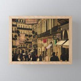 Saturday Shoppers (acheteurs samedi) Framed Mini Art Print