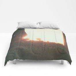 Day 0547 /// Nevn vårt navn i dine bønner Comforters
