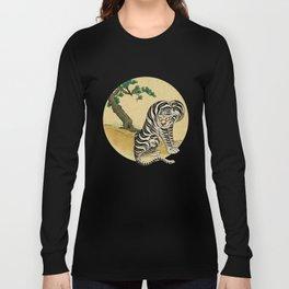 Tiger with magpie type-F : Minhwa-Korean traditional/folk art Long Sleeve T-shirt
