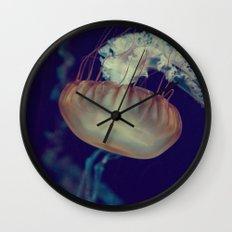 La méduse solitaire (3) Wall Clock