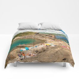 Sunbathing at the islet Comforters