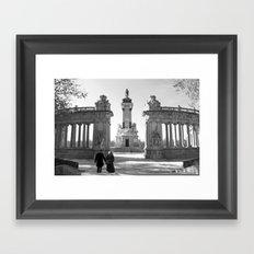 Couple at Madrid monument Framed Art Print