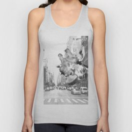 Black and White Selfie Giraffe in NYC Unisex Tank Top