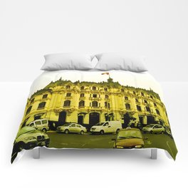 A yellow center Comforters