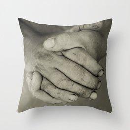 manos trabajadoras Throw Pillow