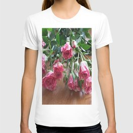 ROSES ARE LOVE T-shirt