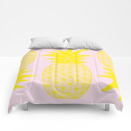 Ananas baby pink Comforters
