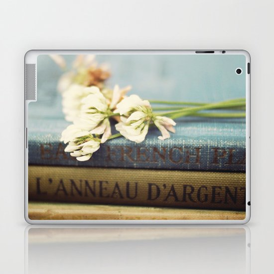 vintage books and clovers Laptop & iPad Skin