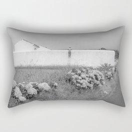 De l'autre côté du mur Rectangular Pillow