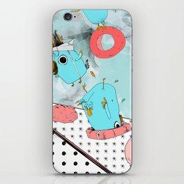 Cockatoo Making Muffins  iPhone Skin