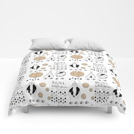 Pattern with badger and tipi Comforters