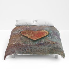 Rusty grunge love heart Comforters