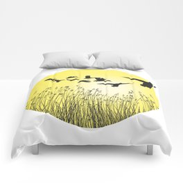 Mallards and reeds in the ring Comforters