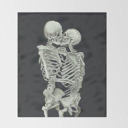 Valentine's Day: Skeleton Kiss Throw Blanket