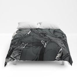 Kiss on the battlefield Comforters