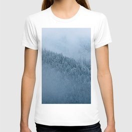 Omnious foggy winter forest - landscape photography T-shirt