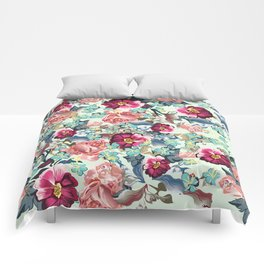 Beautiful victorian rose pattern in vintage style Comforters
