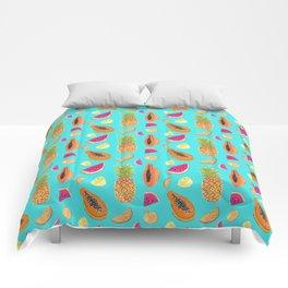 Frutas Tropicales en fondo celeste Comforters