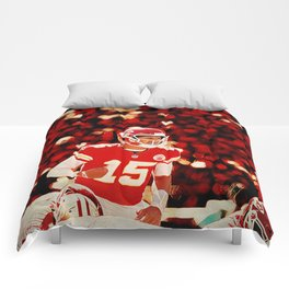 Mahomes before the snap Comforters