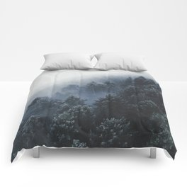 Snowy Evergreen Forest Fog (Color) Comforters