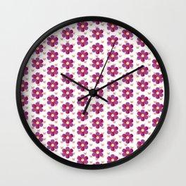 Rosa Blumen mit Schmetterlingen Blumenwiese Wall Clock