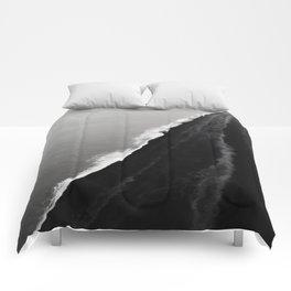 BLACK SAND BEACH Comforters