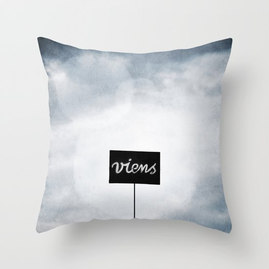 Viens ! Throw Pillow