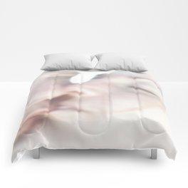 Le Baiser Comforters