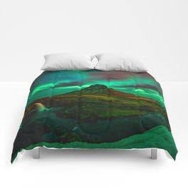 Lights over Kirkjufell Comforters