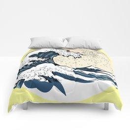 japan manga sea hokusai Comforters