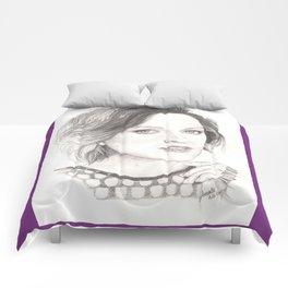 elisabeth moss...  peggy olson & more. Comforters