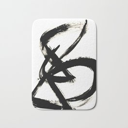 Brushstroke 3 - a simple black and white ink design Badematte