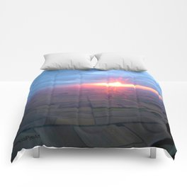 Flying at Sunset (Full Sutton) Comforters